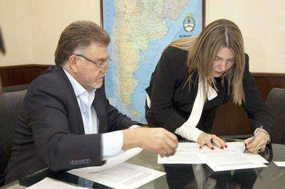 Bertone firmó convenio con Nación para la construcción de viviendas