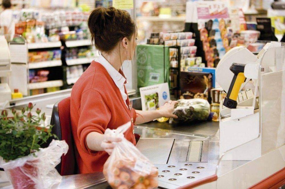 Piden más cajeros y que vuelvan los empaquetadores a los supermercados