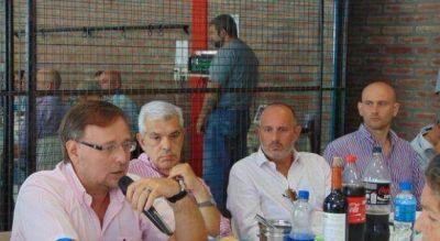 Dom�nguez sent� al �rebelde� Romero en una mesa que le dijo �no� al pago a Fondos Buitre