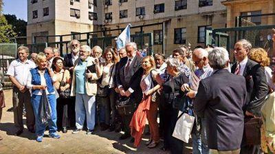 Presentan una denuncia contra Macri, ministros y legisladores