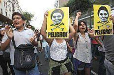 Bajas en la carrera presidencial peruana
