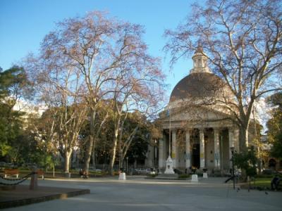 Visita guiada a templos católicos y judíos en Belgrano