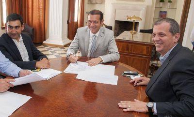 Gutiérrez entregó el aporte para las obras del albergue municipal donde funcionará la Escuela 361