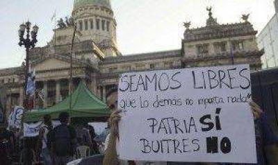 Organizaciones kirchneristas y de izquierda protestaron frente al Congreso contra el acuerdo