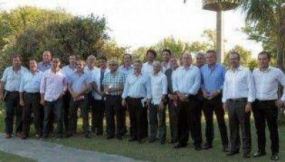 Foro de Intendentes Pro: agruparse para sobrevivir