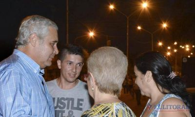 Ríos inauguró el sistema lumínico en barrio Quintana y anunció más obras