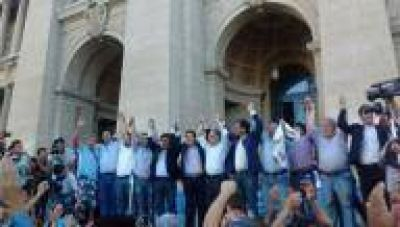 Una multitud respald� petitorio de intendentes y legisladores para la creaci�n de una comisi�n de lucha contra el narcotr�fico