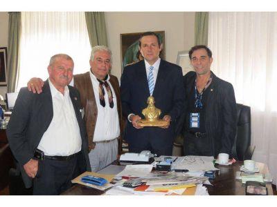 El Intendente Etchevarren recibió el Premio Libertador Gral. José de San Martín