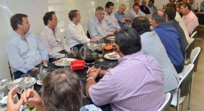 Alcaldes y dirigentes peronistas recibieron a Gioja: la mira puesta en la conducción del PJ Nacional