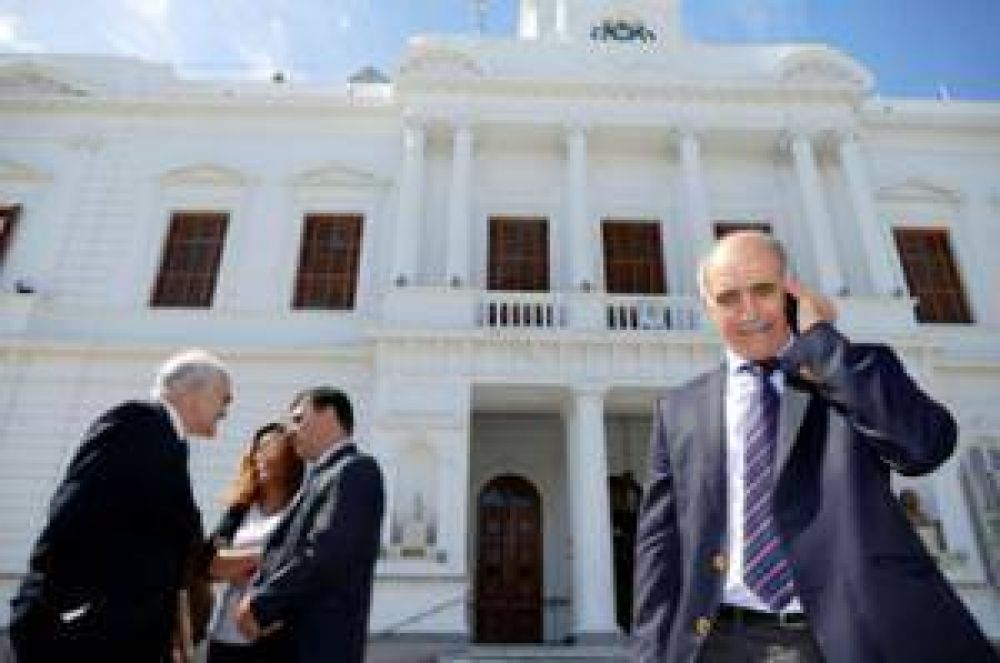 El vicegobernador Daniel Salvador habló con Agua y Aceite Radio