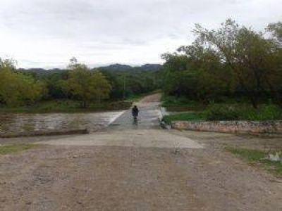 Vecinos de Pomancillo reclaman un puente