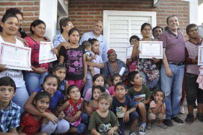 Numerosas familias fueron beneficiadas con las viviendas sociales