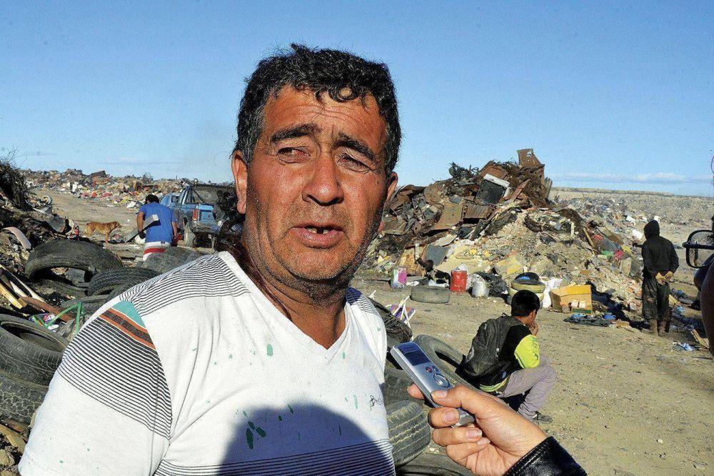 Trabajadores informales bloquean el ingreso al basural