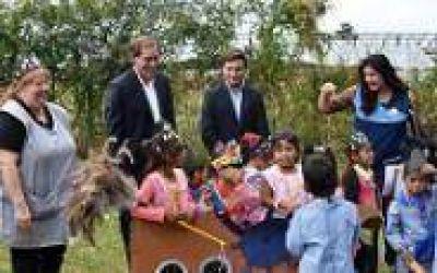 """Garro recorrió Jardín en El Peligro: """"Con educación, vamos a construir una ciudad mejor"""""""