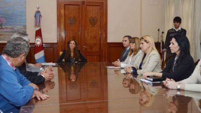 La gobernadora recibi� a los diputados del Frente C�vico