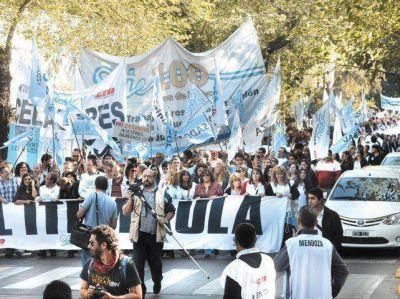 Anunciaron un paro nacional docente para el 4 de abril en apoyo al SUTE
