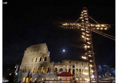 Vía Crucis 2016 camino a la Pascua de Resurrección del Jubileo de la Misericordia, con el Papa Francisco