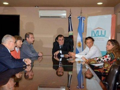 El IVUJ firm� un convenio de colaboraci�n rec�proca con los colegios de Arquitectos e Ingenieros