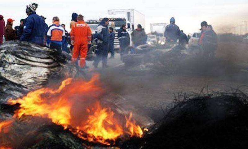 Se tensa la situación en Santa Cruz y los petroleros cortan rutas