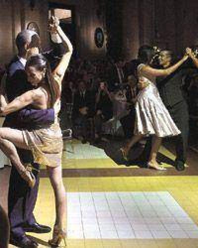 Cena, brindis y tango para los visitantes