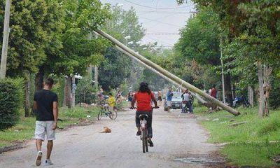 Multan a Edenor por los postes en peligro de caer