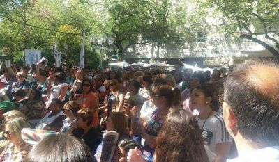 En un clima tenso, se ratificó el decreto de aumento docente