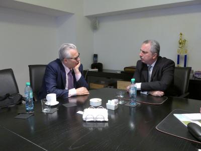 Passalacqua cenó con Obama y se reunió con el ex juez Garzón