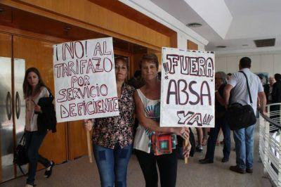 Más críticas al servicio de ABSA en la audiencia por otro aumento