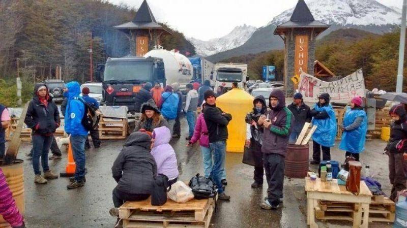 Sindicatos resolvieron corte definitivo de la ruta hasta ser atendidos por la gobernadora