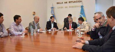 Das Neves firmó convenios de obras con Lago Puelo por más de 3 millones de pesos
