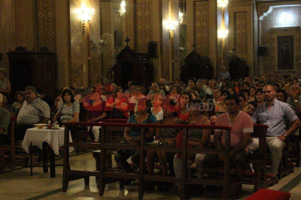 Los santiagueños colmaron la Catedral y se suman a la peregrinación por las siete iglesias