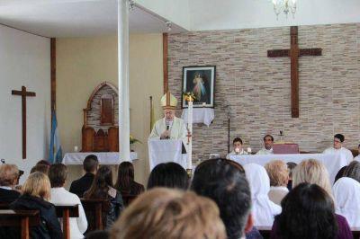 Monseñor Marino presidió la misa de Pascua en la parroquia Cristo Resucitado