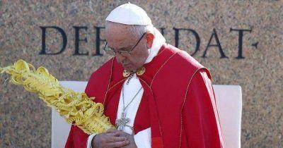 En Pascua, Francisco condenó la