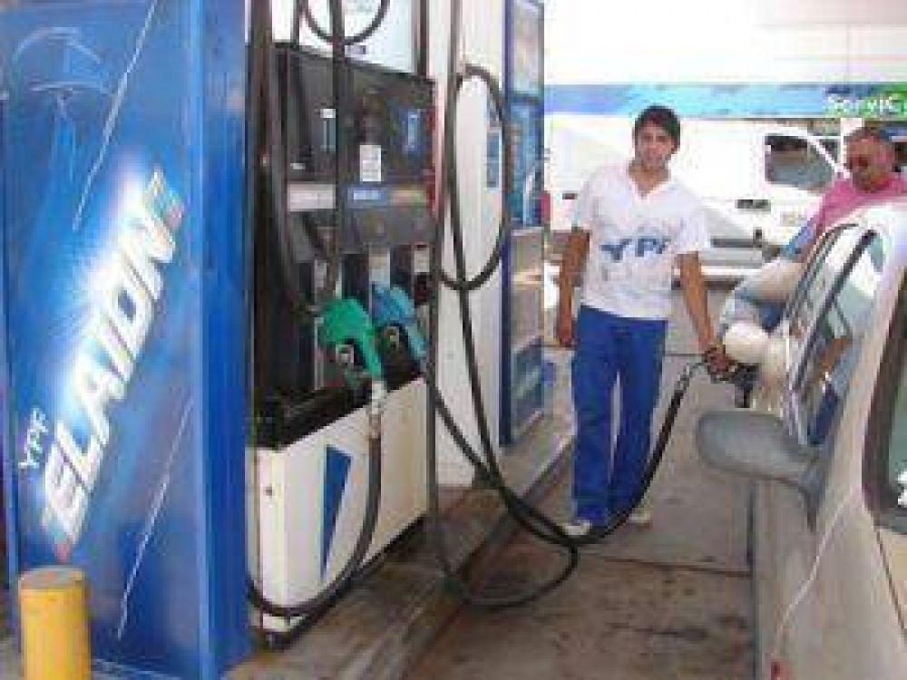 YPF afirma que sus estaciones no están autorizadas para cobrar los 10 centavos de aumento de combustible