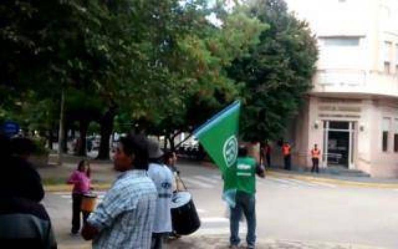 Capitán Sarmiento: Los municipales amenazan con un paro de 72 horas