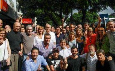 Scioli, Álvarez Rodríguez, Chino Navarro y Espinoza presentaron el peronismo de centro