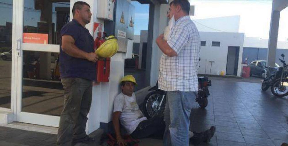 Cambio de cartelería en la Shell y protesta de Uocra