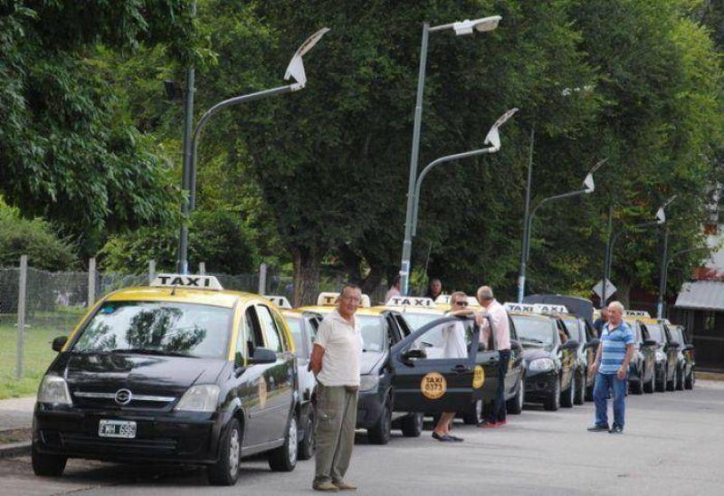 Taxistas marplatenses en contra del desembarco del sistema Uber