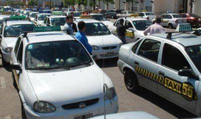 Choferes y propietarios reclaman un aumento en la tarifa de taxi
