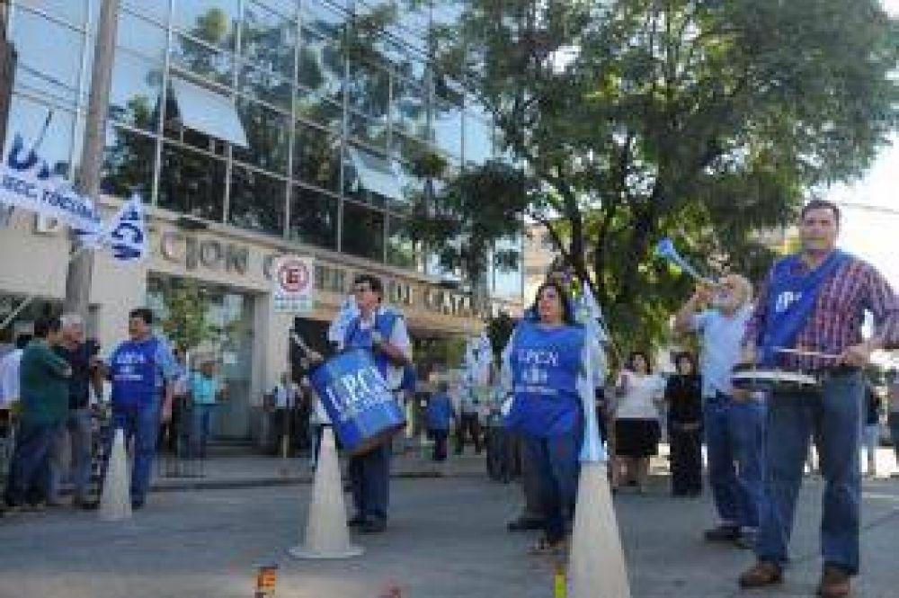 El PE espera resolver el conflicto salarial