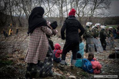 Miles de niños y refugiados están en riesgo en Grecia