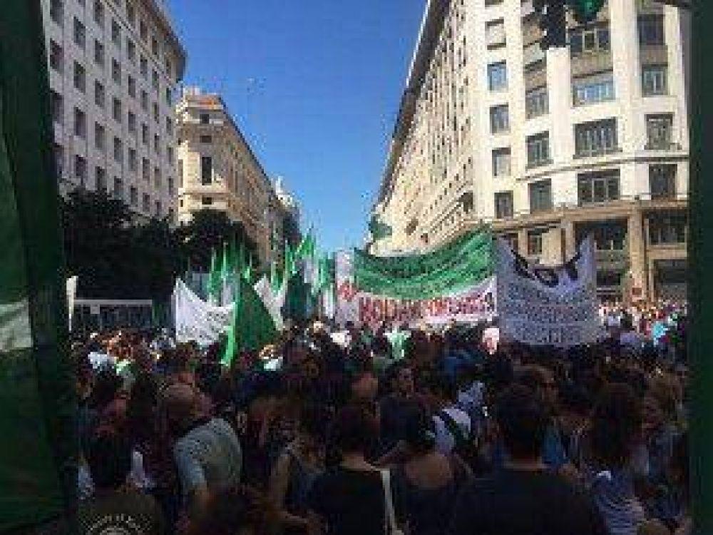 Por los despidos masivos, ATE protestó frente al Ministerio de Modernización