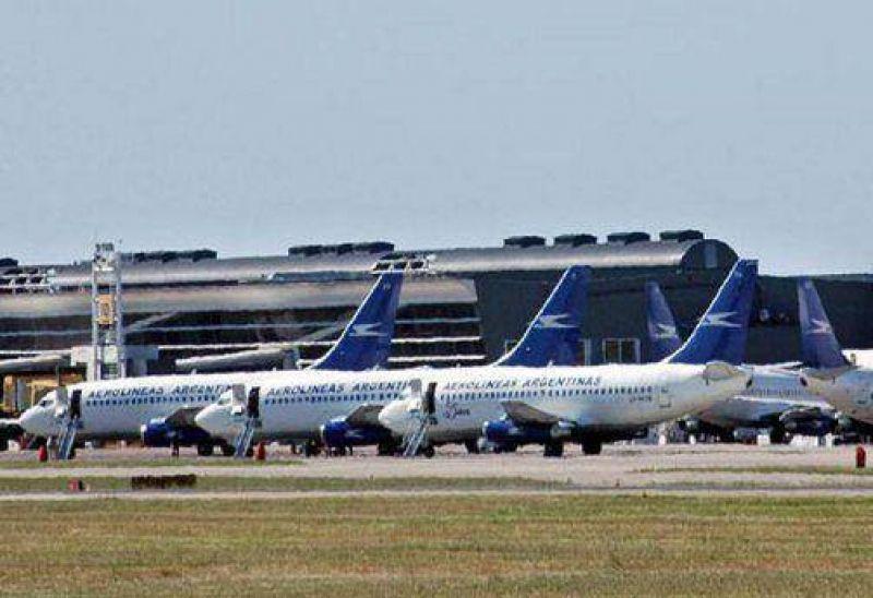 Los pilotos de Aerol�neas Argentinas levantaron el paro del viernes