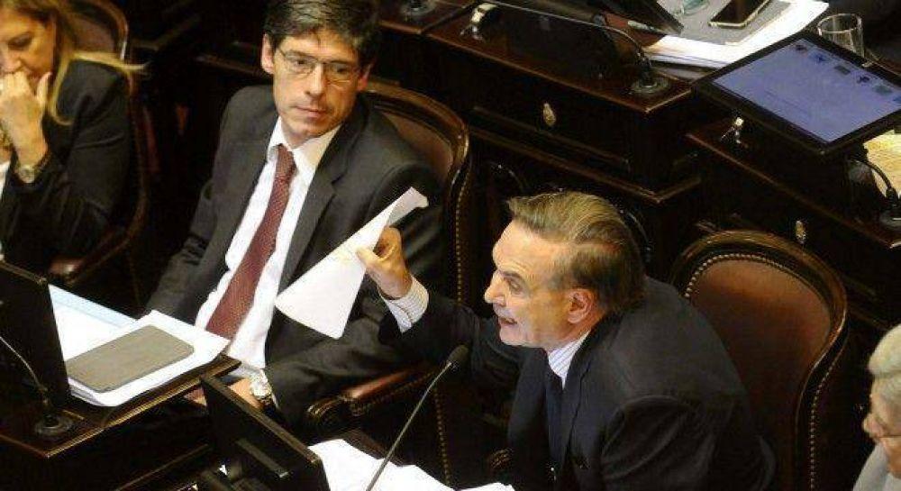 El bloque peronista quedó al borde de la ruptura tras la votación del acuerdo con los buitres
