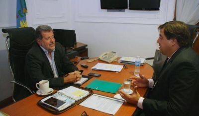 Manino Iriart y el Ministro Jorge Elustondo analizaron la problemática portuense