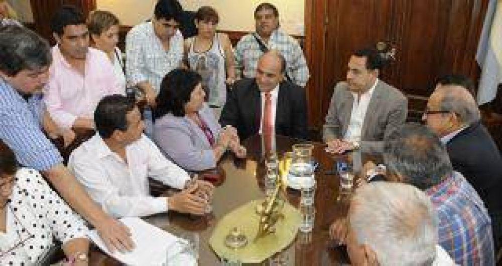 El gobierno cerró el acuerdo salarial con UPCN