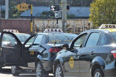 A diferencia de Uber, los taxis deben cumplir múltiples requisitos