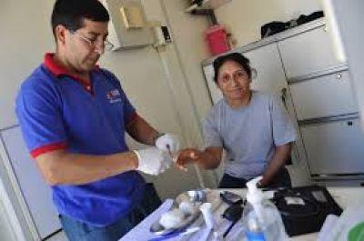 Programan operativo de salud en el barrio Industria