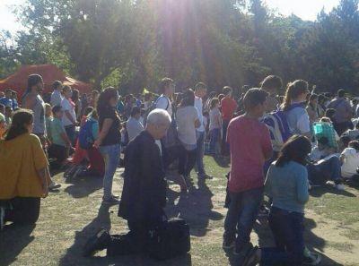 El Cardenal Poli habló a miles de jóvenes en la JRJ