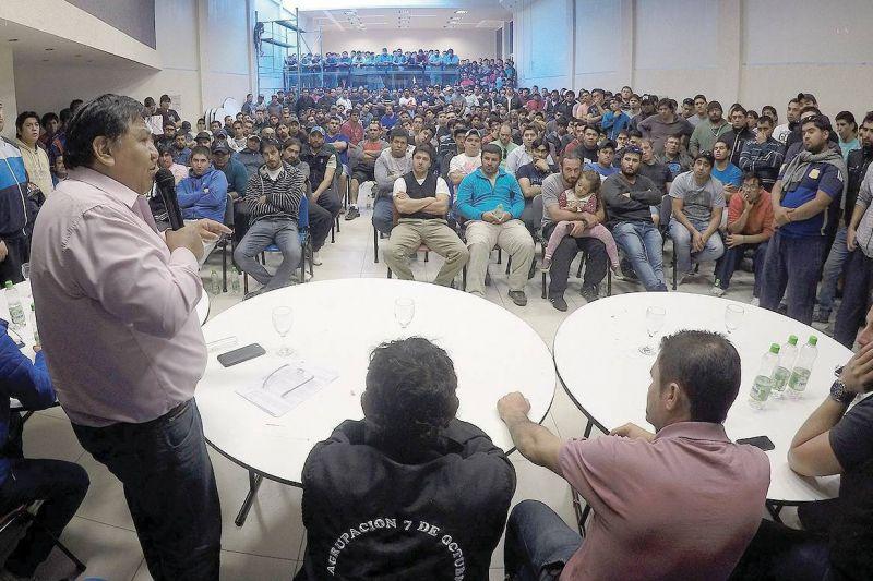 �vila encabez� multitudinaria asamblea de trabajadores de DLS y representantes de San Antonio Internacional